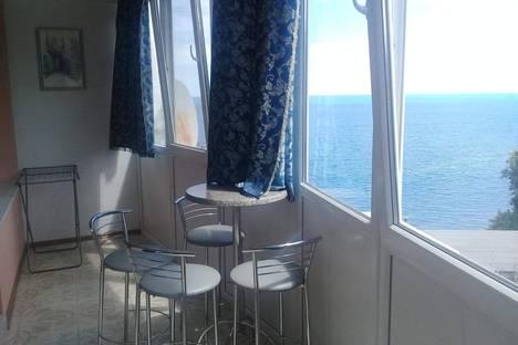 Сдается 2-комнатная квартира посуточно в Партените, ул Прибрежная дом 7.