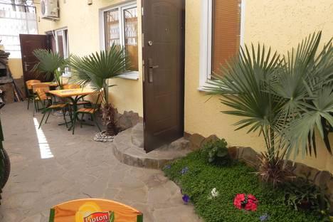 Сдается 1-комнатная квартира посуточно в Ялте, улица Садовая, 54.