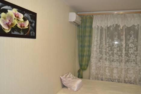 Сдается 1-комнатная квартира посуточно в Сызрани, звездная 30.