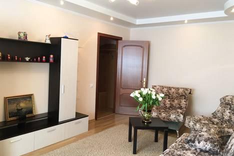 Сдается 2-комнатная квартира посуточно в Самаре, улица Антонова-Овсеенко, 83.
