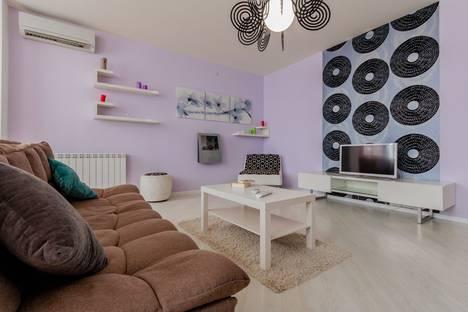 Сдается 2-комнатная квартира посуточно, улица Новороссийская, 11.