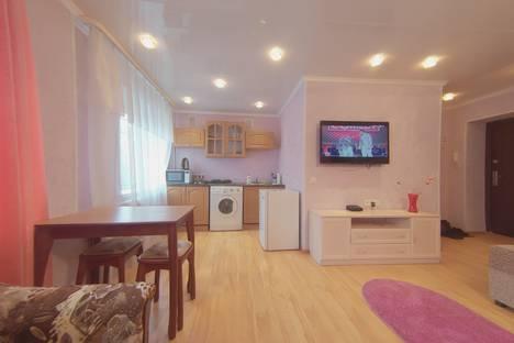 Сдается 2-комнатная квартира посуточно в Мурманске, улица Октябрьская, 27.