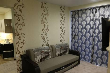 Сдается 1-комнатная квартира посуточно в Ялте, улица Аверкина, д 2а.