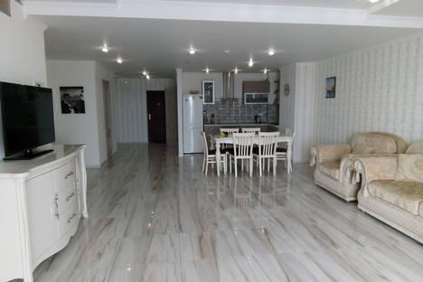 Сдается 4-комнатная квартира посуточно в Отрадном, поселок городского типа Отрадное.