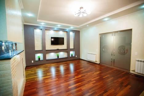 Сдается 3-комнатная квартира посуточно в Брянске, улица Бежицкая, 1/1.