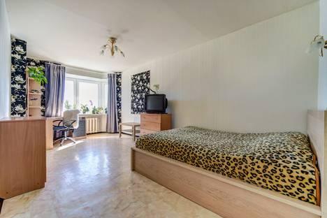 Сдается 1-комнатная квартира посуточно в Санкт-Петербурге, проспект Славы, 40 корпус 1.