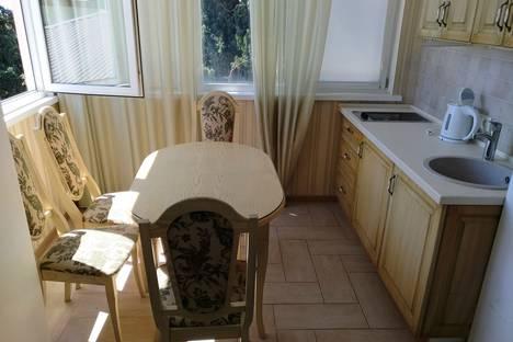 Сдается 3-комнатная квартира посуточно в Форосе, Школьная улица, 3.
