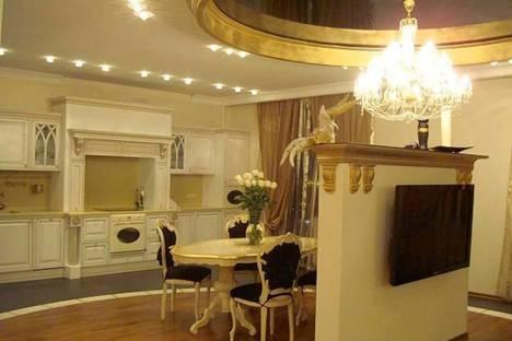 Сдается 4-комнатная квартира посуточно в Казани, Чистопольская улица, 20Б.
