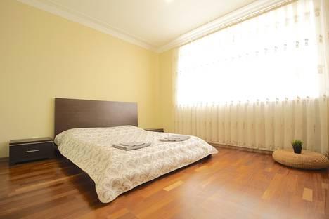 Сдается 3-комнатная квартира посуточно в Омске, улица Омская, 127/1.