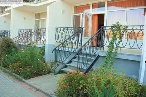 Сдается 2-комнатная квартира посуточно в Коктебеле, улица Ленина, 146.