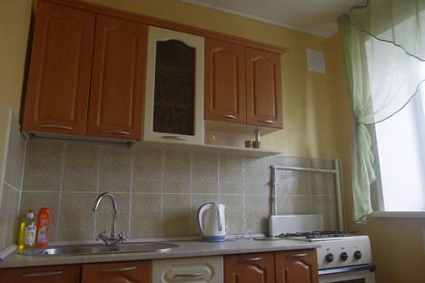 Сдается 1-комнатная квартира посуточно в Абакане, улица Маршала Жукова 18.