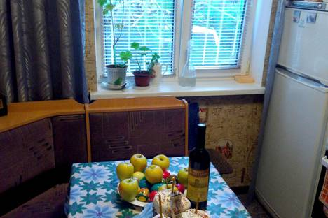 Сдается 2-комнатная квартира посуточно в Ялте, улица Карла Маркса.