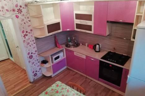 Сдается 1-комнатная квартира посуточно в Череповце, Кирилловское шоссе 28.