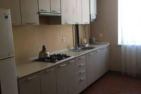 Сдается 2-комнатная квартира посуточно, улица Островского, 136.