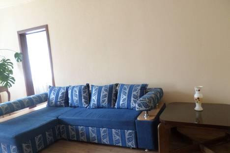 Сдается 1-комнатная квартира посуточно в Вольске, улица Пугачева, 33а.