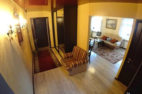 Сдается 3-комнатная квартира посуточно, Комсомольская улица, 81.