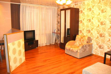 Сдается 1-комнатная квартира посуточно в Омске, проспект Комарова, 14.