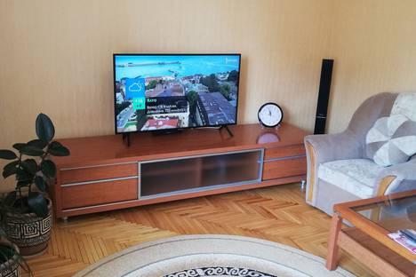 Сдается 2-комнатная квартира посуточно в Форосе, ул.Космонавтов  дом 22.