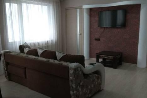 Сдается 3-комнатная квартира посуточно в Рубцовске, улица Алтайская.