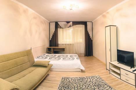 Сдается 1-комнатная квартира посуточнов Тюмени, Депутатская улица, 80 корпус 1.