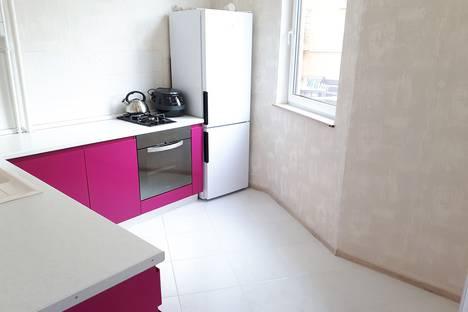 Сдается 2-комнатная квартира посуточно в Адлере, Верхне-Имеретинская Бухта, улица Перелетная, 17.