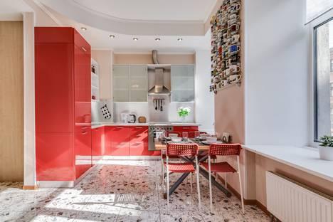 Сдается 3-комнатная квартира посуточно в Санкт-Петербурге, улица Марата, 47.
