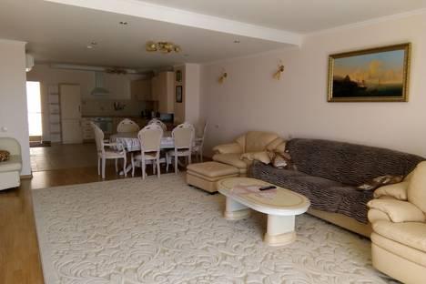 Сдается 4-комнатная квартира посуточно в Отрадном, улица Янтарная.