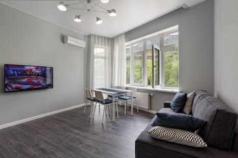 Сдается 2-комнатная квартира посуточно в Гурзуфе, набережная имени Пушкина.
