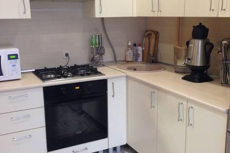 Сдается 2-комнатная квартира посуточно в Сочи, улица Клубничная, 66.