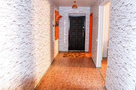 Сдается 3-комнатная квартира посуточно в Абакане, Торосова улица, 15а.