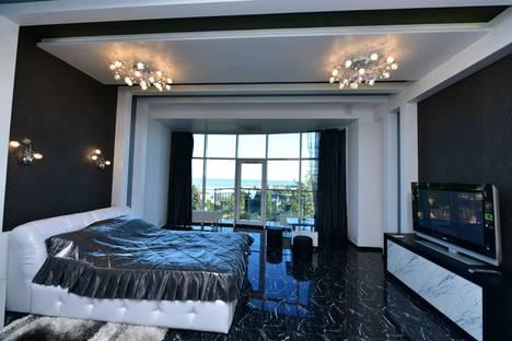 Сдается 1-комнатная квартира посуточнов Ялте, улица Карла Маркса, 18.
