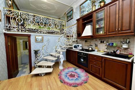Сдается 1-комнатная квартира посуточнов Ялте, набережная имени Ленина, 5.