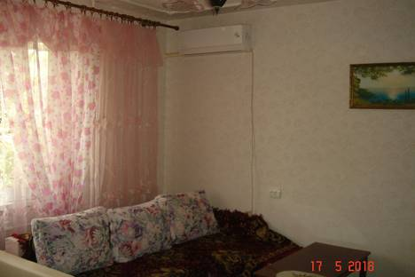 Сдается 2-комнатная квартира посуточно в Щёлкине, Крым, Ленинский район,91/2.