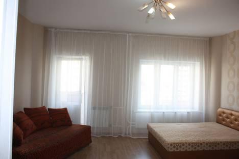Сдается 1-комнатная квартира посуточно в Тюмени, улица 50 лет ВЛКСМ, 15.
