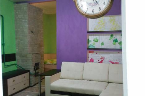 Сдается 2-комнатная квартира посуточно в Таганроге, улица Фрунзе, 18.