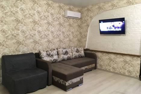 Сдается 1-комнатная квартира посуточно в Евпатории, улица Пушкина, 32.