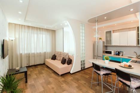 Сдается 1-комнатная квартира посуточно в Тольятти, улица Фрунзе, 8В.