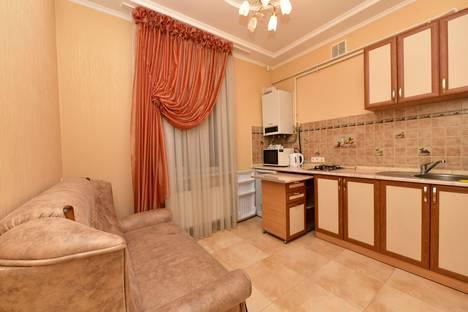 Сдается 1-комнатная квартира посуточнов Ялте, улица Васильева, 4.