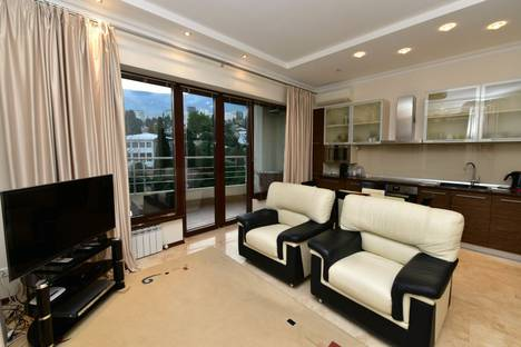 Сдается 2-комнатная квартира посуточнов Ялте, улица Ломоносова, 25.