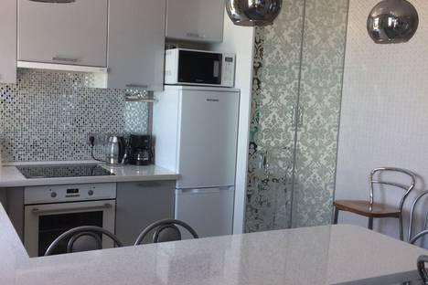 Сдается 1-комнатная квартира посуточно в Адлере, Нижнеимеретинская улица, 137.