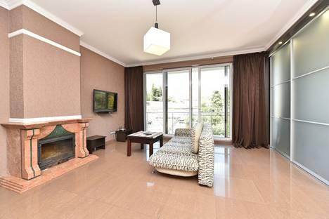 Сдается 2-комнатная квартира посуточнов Ялте, Красноармейская улица, 28.