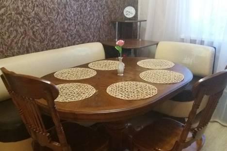 Сдается 3-комнатная квартира посуточно в Яровом, квартал Б, 1.