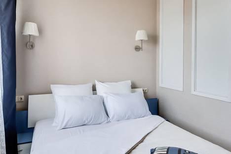 Сдается 2-комнатная квартира посуточно, улица Варфоломеева, 222а/108а.