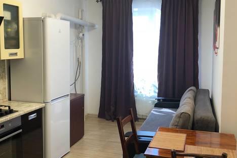 Сдается 1-комнатная квартира посуточно в Батайске, улица Ушинского, 61.