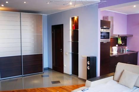 Сдается 2-комнатная квартира посуточно в Кемерове, Весенняя улица, 13.