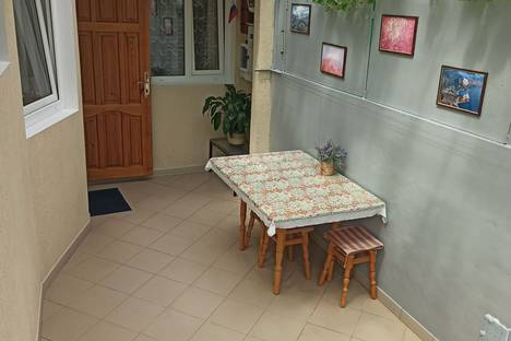Сдается 2-комнатная квартира посуточно в Гурзуфе, улица Пролетарская, 7.