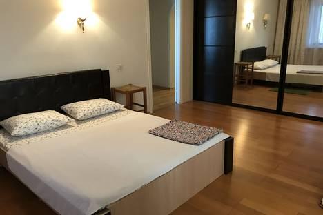Сдается 4-комнатная квартира посуточно в Тольятти, Ул.Лесная дом 44.