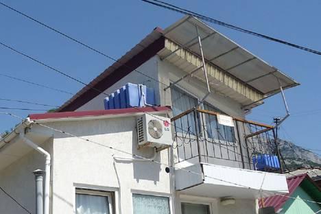 Сдается 1-комнатная квартира посуточно в Алупке, улица Амет-Хана Султана дом 6.