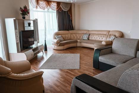 Сдается 3-комнатная квартира посуточно в Екатеринбурге, улица Радищева, 18.