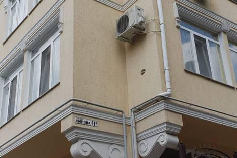 Сдается 2-комнатная квартира посуточно в Ялте, улица Кирова, 41.